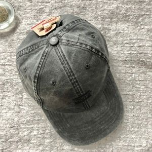 New with tags LEVI'S Charcoal Grey Adjustable Hat
